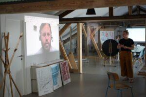 Lars bei einem Meeting live aus Köln zugeschaltet | hallo.digital Karlsruhe