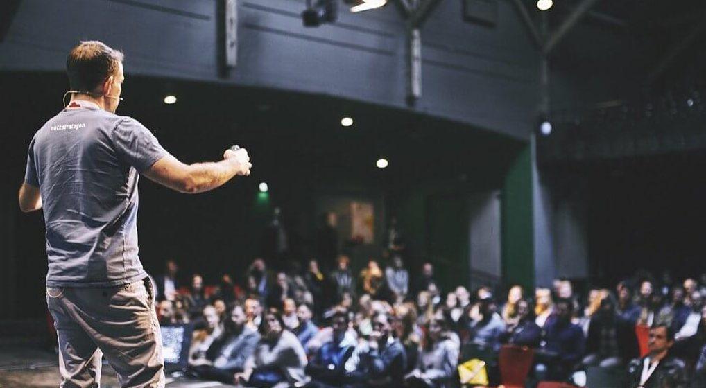 André Hellmann auf der Tollhaus-Bühne bei der hallo.digital Convention 2017