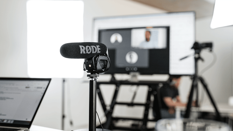 Behind the scenes Bild der Streamingtechnik auf der hallo.digital Convention 2021