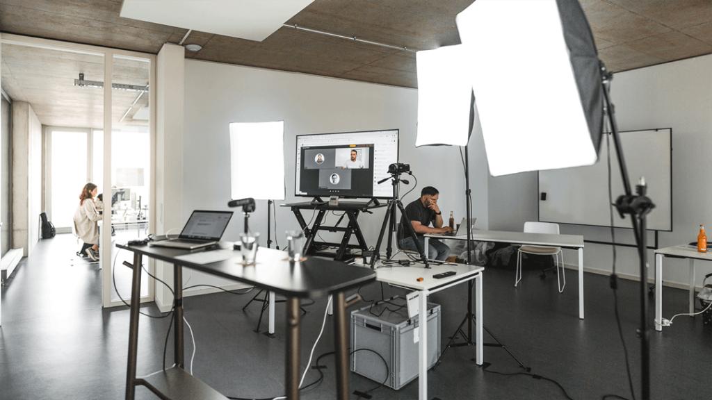 Streamingstudio der hallo.digital Convention 2021 im FUX-Gebäude