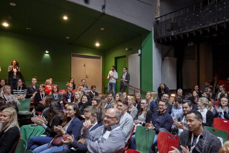 Bühne im Tollhaus Publikum hallo digital 2019