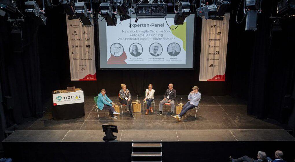 Experten-Panel auf der Tollhausbühne bei der hallo.digital Convention 2029