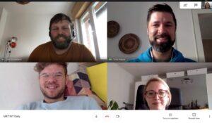 Das hallo.digital-Team währen eines Meetings via GoogleHangout