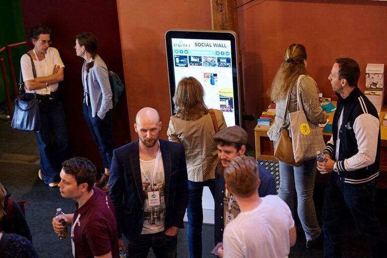 Social Wall im Foyer des Tollhaus bei der hallo.digital 2018