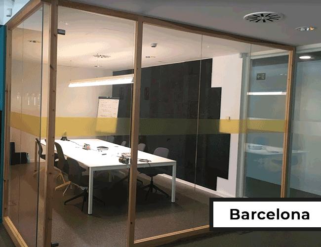 Meetingraum mit Glaswänden in Barcelona