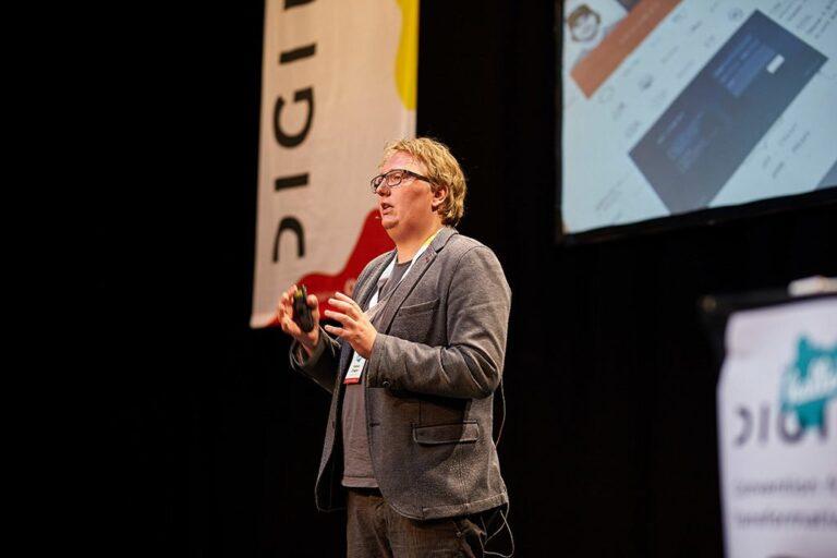 Vortrag des Speakers Fabian Ziegler bei der hallo.digital Convention 2018