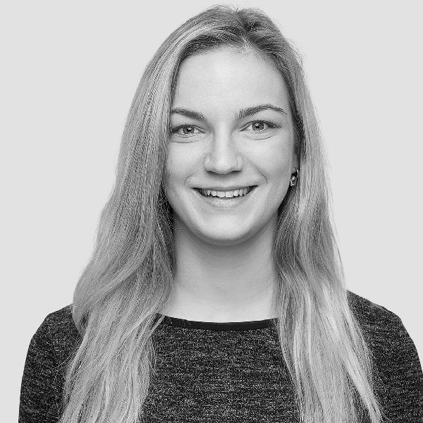 Profilfoto von Lena Dupont, SEO-Expertin von den netzstrategen