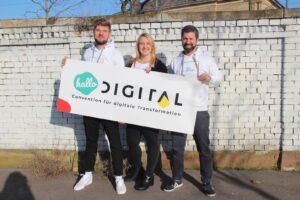 Julius Tratz, Julia Bentz und Timo Krause präsentieren die hallo.digital